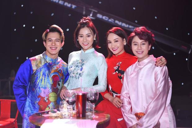 Cùng với các người đẹp Việt, dàn hậu cung VTV cũng khoe sắc trong những tà áo dài duyên dáng đón Xuân về - Ảnh 7.