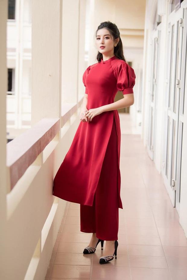 Cùng với các người đẹp Việt, dàn hậu cung VTV cũng khoe sắc trong những tà áo dài duyên dáng đón Xuân về - Ảnh 8.