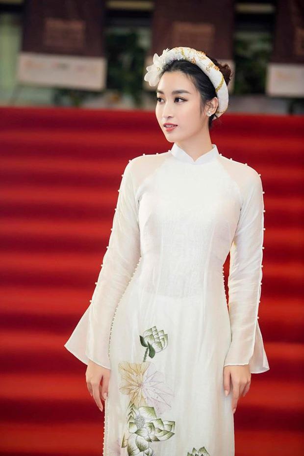 Cùng với các người đẹp Việt, dàn hậu cung VTV cũng khoe sắc trong những tà áo dài duyên dáng đón Xuân về - Ảnh 9.