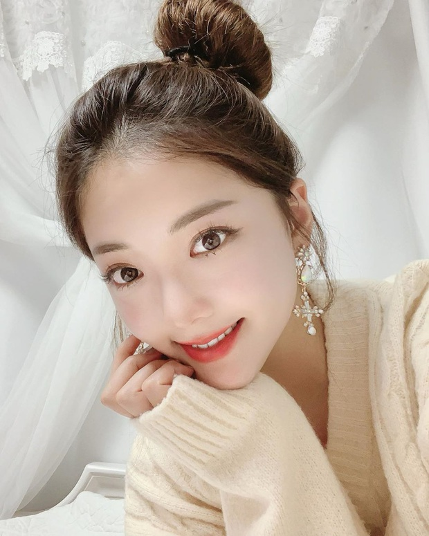 """Kim Tae Hee trong phim mới: 40 tuổi mà như """"lão hóa ngược"""" về những năm đôi mươi nhờ kết thân với kiểu tóc búi củ tỏi - Ảnh 9."""