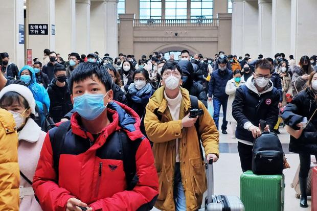 Tận thế tại Vũ Hán: Hàng hóa tan hoang, đường phố vắng lặng, 25 người đã chết vì virus - Ảnh 3.