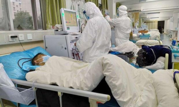 Những người tiến vào tâm dịch Vũ Hán: Anh hùng chống SARS 84 tuổi trở lại cuộc chiến với virus, nhà báo vượt qua nỗi sợ để đưa tin - Ảnh 5.