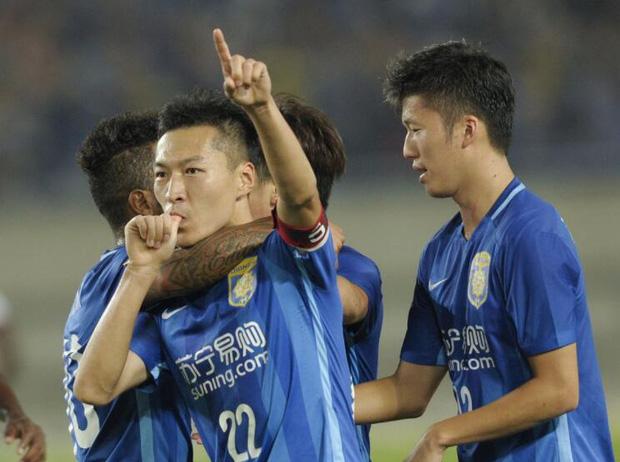 Virus corona hoành hành ảnh hưởng tới bóng đá Trung Quốc: Cầu thủ không được về nhà ăn Tết, giải VĐQG có thể bị hoãn vô thời hạn - Ảnh 2.
