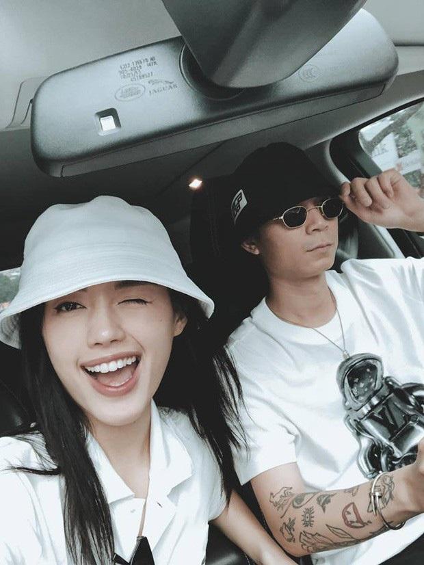 Tin vui tái hợp đầu năm: Khánh Linh và bạn trai hình như đã yêu lại, đăng ảnh check-in cũng phải ngồi giống nhau y đúc? - Ảnh 2.