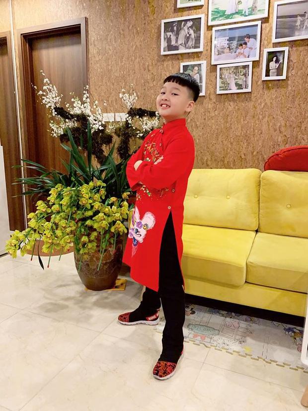 Dàn nhóc tỳ Vbiz lên đồ rực rỡ trong ngày đầu Xuân mới: Áo dài đỏ truyền thống mang hi vọng may mắn được lựa chọn nhiều nhất! - Ảnh 2.