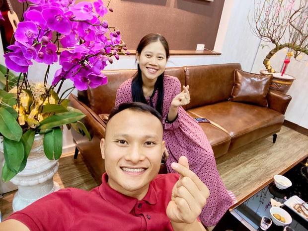 Khi các nàng WAGs nổi tiếng tuyển Việt Nam ăn diện đón Tết: Yến Xuân mặc váy khoe trọn vẻ đẹp body, Quỳnh Anh giản dị ngày Hà Nội trở lạnh - Ảnh 10.