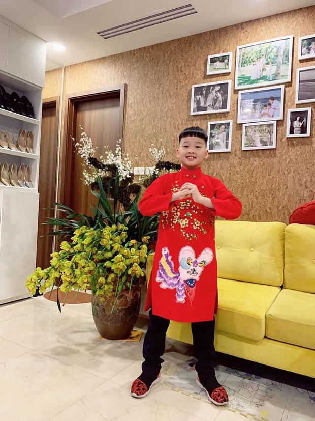 Dàn nhóc tỳ Vbiz lên đồ rực rỡ trong ngày đầu Xuân mới: Áo dài đỏ truyền thống mang hi vọng may mắn được lựa chọn nhiều nhất! - Ảnh 1.