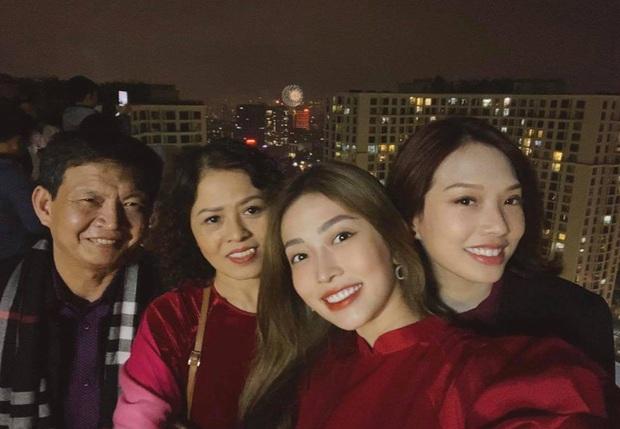 Loạt khoảnh khắc đáng nhớ của Sơn Tùng, gia đình Emily - Big Daddy và dàn sao Vbiz trong thời khắc giao thừa Tết 2020 - Ảnh 4.