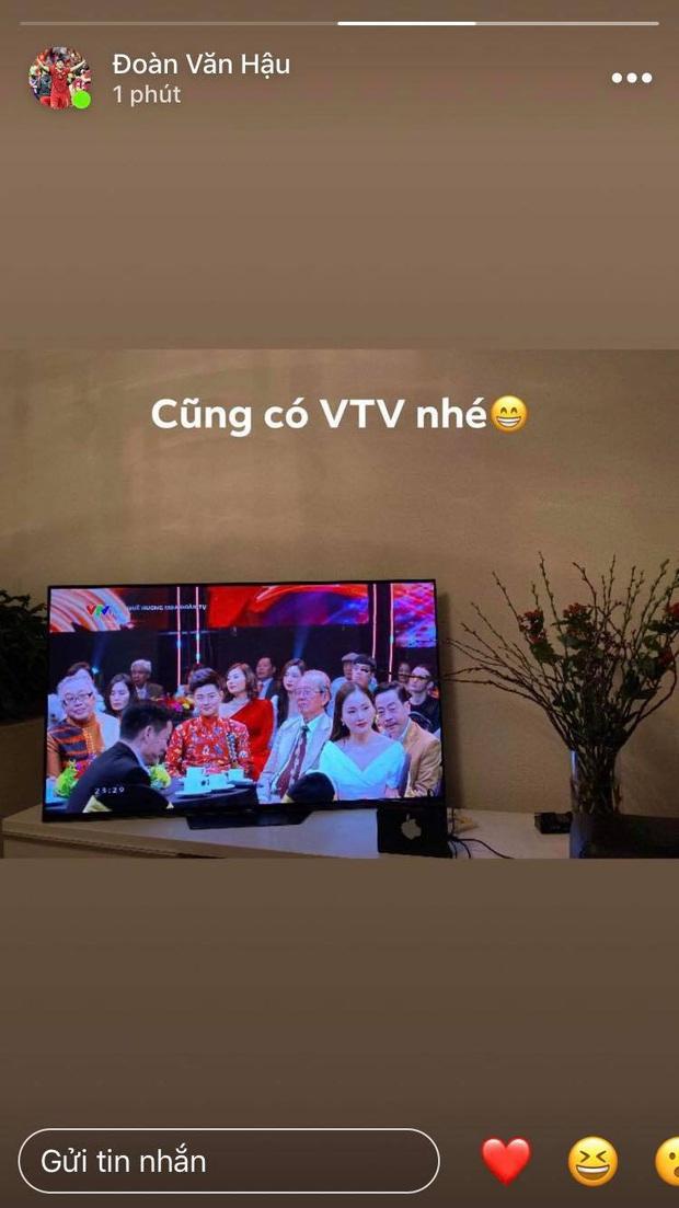 Đêm giao thừa ngọt ngào của hội tuyển thủ Việt Nam: Văn Hậu gọi video với bạn gái từ trời Âu, Văn Đức miệt mài gọi vợ dậy đón năm mới - Ảnh 2.
