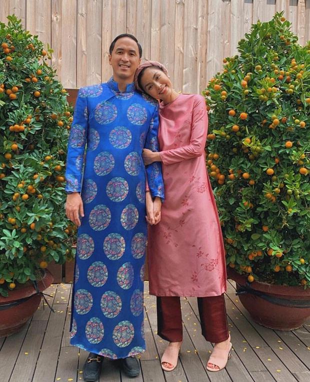 Cứ Mùng 1 Tết, vợ chồng Hà Tăng lại xúng xính áo dài du xuân: Hơn 1 thập kỷ gắn kết, chưa bao giờ quên nắm chặt tay! - Ảnh 6.