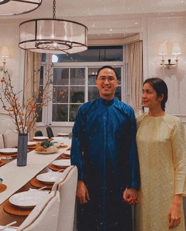 Cứ Mùng 1 Tết, vợ chồng Hà Tăng lại xúng xính áo dài du xuân: Hơn 1 thập kỷ gắn kết, chưa bao giờ quên nắm chặt tay! - Ảnh 2.