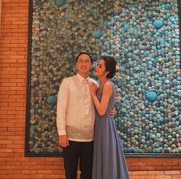Cứ Mùng 1 Tết, vợ chồng Hà Tăng lại xúng xính áo dài du xuân: Hơn 1 thập kỷ gắn kết, chưa bao giờ quên nắm chặt tay! - Ảnh 9.