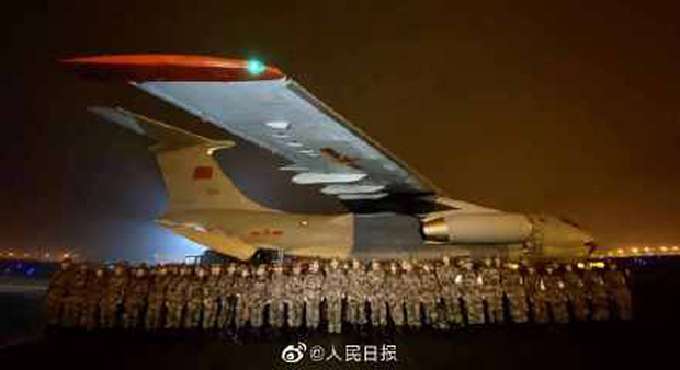 Đêm giao thừa không ngủ: Bác sĩ từ nhiều nơi từ biệt gia đình, tức tốc bay đến Vũ Hán hợp lực chống virus corona - Ảnh 3.
