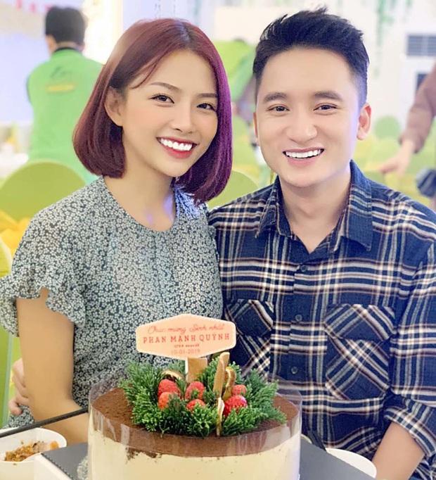 Có hit 100 triệu view thì Phan Mạnh Quỳnh vẫn mặc giản dị, chơi đàn trong nhà thờ ngày đầu năm mới - Ảnh 3.