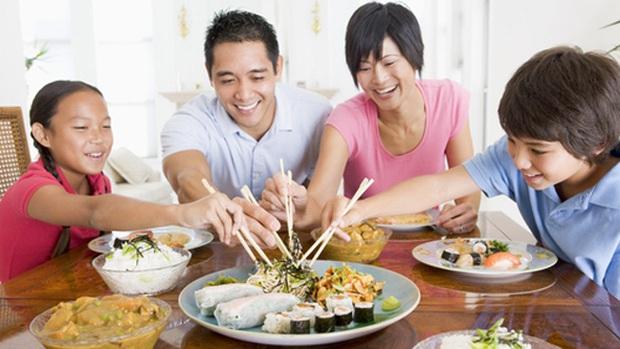 Một người bị bệnh, cả nhà bị lây: 3 việc cần làm trong bữa ăn ngày Tết để ngăn ngừa nhiễm trùng ung thư dạ dày - Ảnh 3.