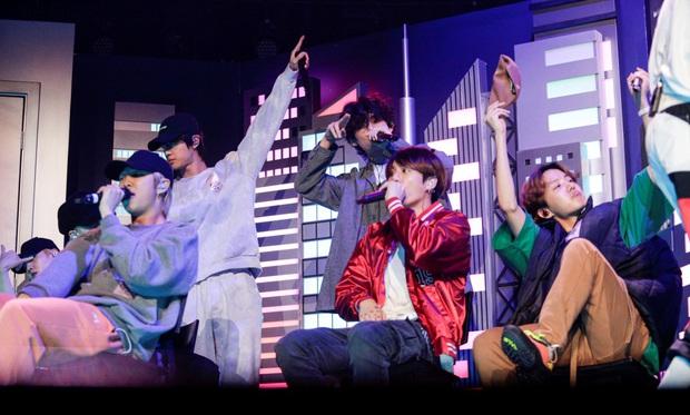 Tranh cãi việc BTS chỉ là vũ công phụ họa trong màn biểu diễn với Lil Nas X và Billy Ray Cyrus: Người đồng tình, kẻ phẫn nộ - Ảnh 4.