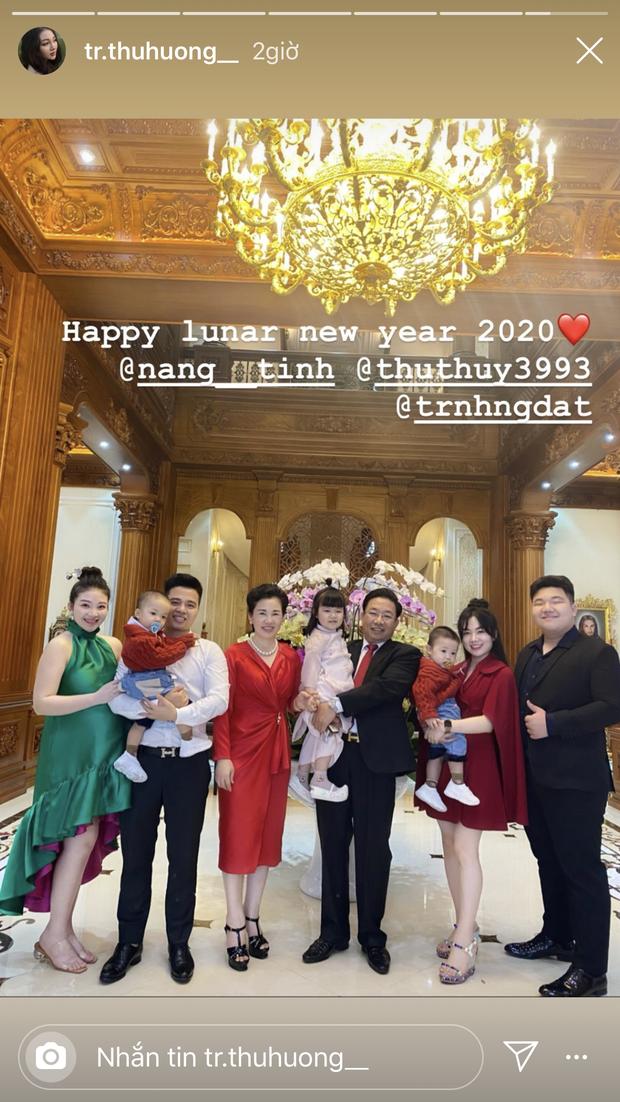 Cô dâu 200 cây vàng hé lộ hình ảnh bên trong lâu đài 7 tầng ở Nam Định, bàn ăn với bát đũa nhìn như dát vàng loá cả mắt - Ảnh 5.
