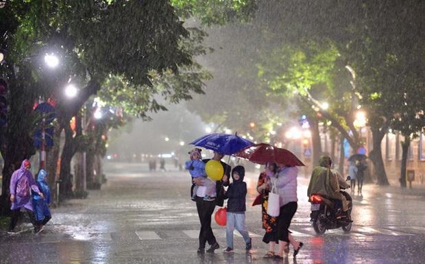 Mưa đá, mưa lớn đêm Giao thừa, sáng mùng 1 Tết tại Hà Nội và Bắc Bộ có gì bất thường? - Ảnh 1.