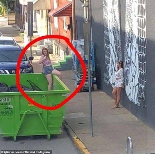 Những trò lố câu Like không thể hiểu nổi trên thế giới: Nhảy cả vào thùng rác, bê ghế ra ngồi giữa đường... - Ảnh 1.