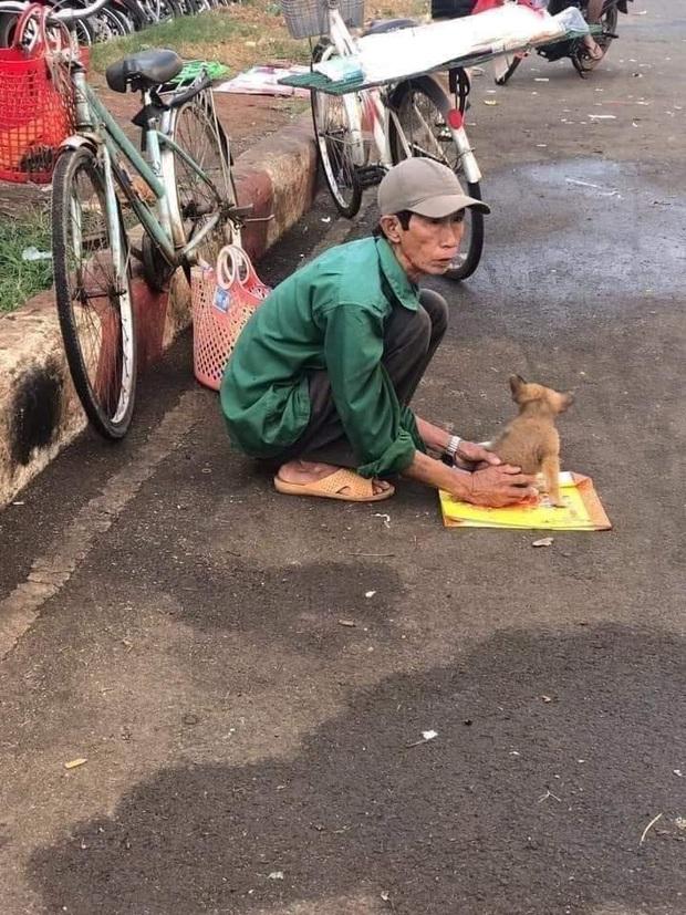 Câu chuyện Lão Hạc bán chó giữa đời thật và sự thiện lành ngày cuối năm khiến nhiều người xúc động - Ảnh 1.