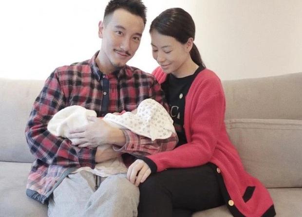 Dàn sao Cbiz nhuộm đỏ Weibo mùng 1: Trịnh Sảng gây sốt với ảnh khoe bố mẹ, Hồ Hạnh Nhi đưa 2 con về quê ăn Tết - Ảnh 6.