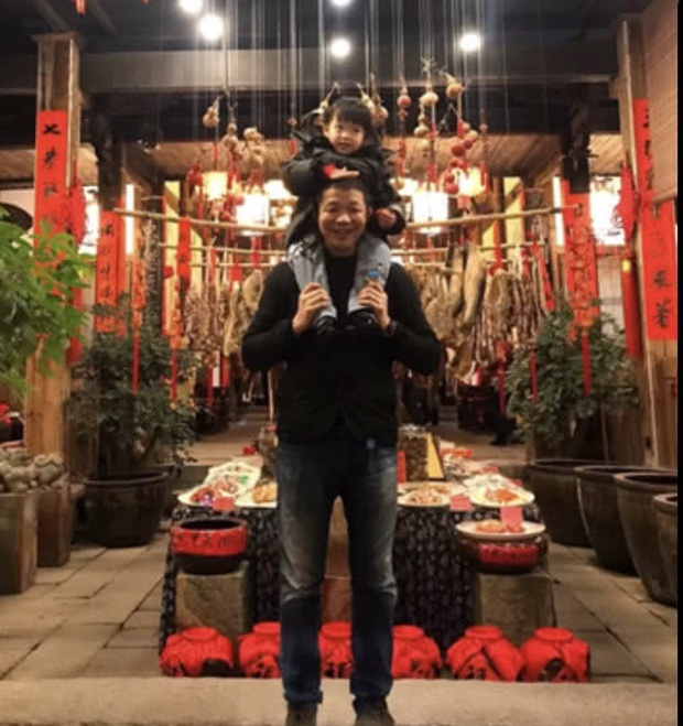 Dàn sao Cbiz nhuộm đỏ Weibo mùng 1: Trịnh Sảng gây sốt với ảnh khoe bố mẹ, Hồ Hạnh Nhi đưa 2 con về quê ăn Tết - Ảnh 7.
