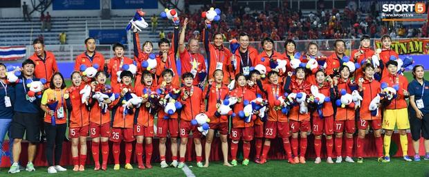 Đội trưởng tuyển nữ Việt Nam bẽn lẽn mong được lì xì, càng nhiều càng thích  - Ảnh 3.