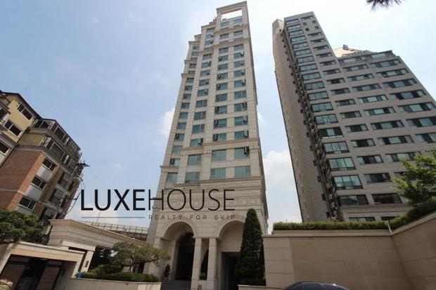 Hé lộ căn hộ V (BTS) dùng 92 tỷ tiền mặt để tậu: View ngắm trọn Seoul, an ninh nghiêm ngặt bảo vệ người giàu và nổi tiếng - Ảnh 1.