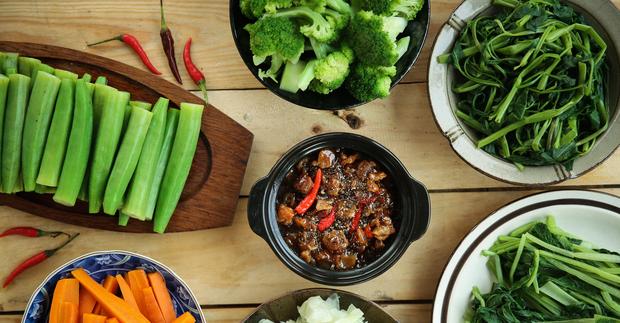 Ngày Tết dễ nổi nhiệt miệng vì hàng tá thứ đồ ăn chất chồng, bạn cần làm ngay 5 việc để giảm sưng đau - Ảnh 4.