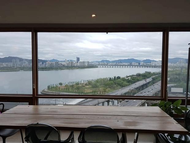 Hé lộ căn hộ V (BTS) dùng 92 tỷ tiền mặt để tậu: View ngắm trọn Seoul, an ninh nghiêm ngặt bảo vệ người giàu và nổi tiếng - Ảnh 4.