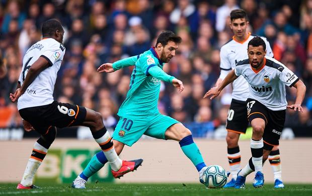 Đồng đội phản lưới nhà, Messi nhận trận thua đầu tiên dưới triều đại HLV mới - Ảnh 3.
