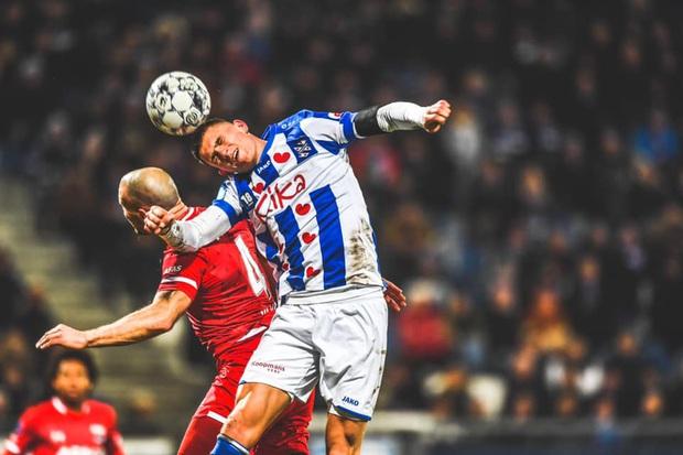 Văn Hậu tiếp tục dự bị, bất lực nhìn Heerenveen thua thảm trên sân nhà - Ảnh 1.
