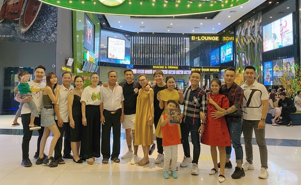 Dàn sao Running Man Việt đón Tết: Lan Ngọc rủ đại gia đình đi xem Gái già lắm chiêu, BB Trần nhất quyết healthy & balance - Ảnh 3.