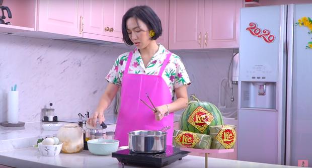 """Gái đảm Vbiz gọi tên Diệu Nhi: Từ trước Giao thừa đã quay vlog nấu món ăn ngày Tết, dù… """"có biết gì đâu mà dạy"""" - Ảnh 3."""