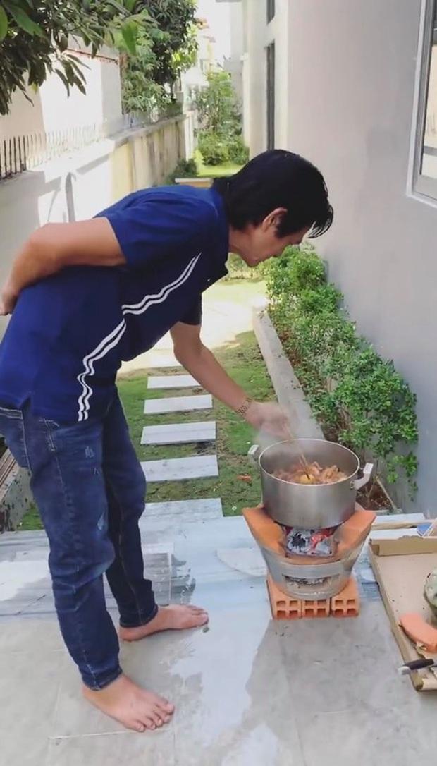 Lần đầu Ngọc Trinh khoe bữa cơm gia đình ngày Tết trong biệt thự mới, toàn là đặc sản miền Tây do bố nấu - Ảnh 3.