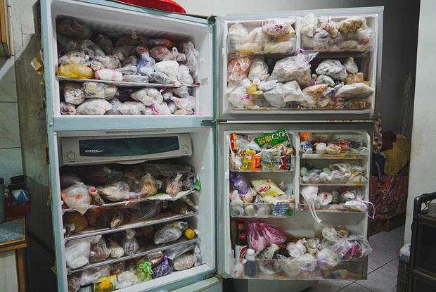 """Đầu năm, dân mạng phát... hãi trước tủ lạnh của Ngoại đầy ắp đồ ăn, túi lớn nhỏ chồng chất như tích trữ cho """"tận thế"""" - Ảnh 4."""