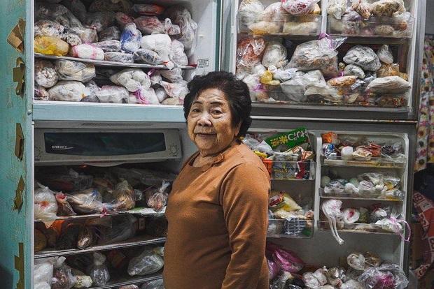 """Đầu năm, dân mạng phát... hãi trước tủ lạnh của Ngoại đầy ắp đồ ăn, túi lớn nhỏ chồng chất như tích trữ cho """"tận thế"""" - Ảnh 2."""