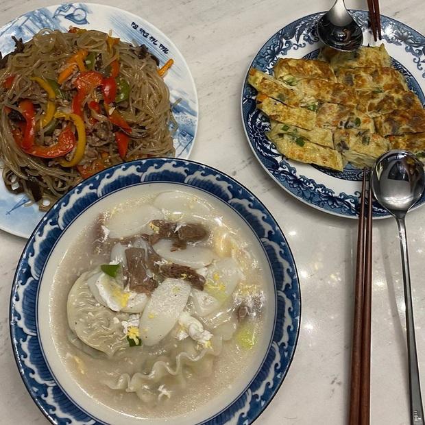 Dù ở Việt Nam, Hari Won vẫn được ăn những món truyền thống đón năm mới kiểu Hàn, nấu bởi một người đặc biệt - Ảnh 4.