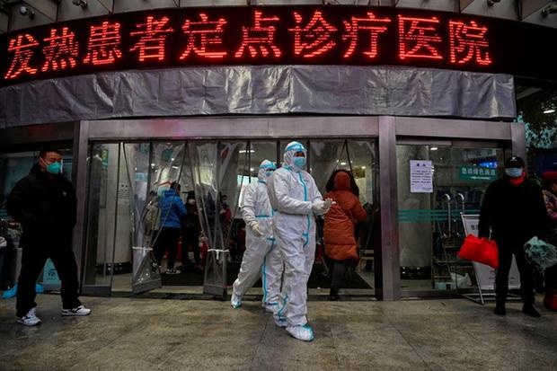 Nóng: Trung Quốc chính thức cấm người dân du lịch nước ngoài để ngăn chặn virus Vũ Hán lây lan - Ảnh 1.