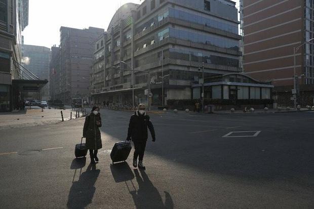 Nóng: Trung Quốc chính thức cấm người dân du lịch nước ngoài để ngăn chặn virus Vũ Hán lây lan - Ảnh 2.