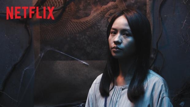Review Làm Dâu Cõi Chết: Phim kinh dị lắm trai đẹp nhất của Netflix, tính giải trí cực cao dù đoạn kết có hơi chửng hửng - Ảnh 3.