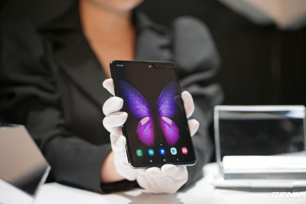 Galaxy Fold: Chiếc smartphone dành cho các sếp! - Ảnh 1.