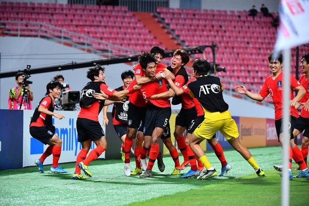 Dàn hot boy Hàn Quốc vỡ òa hạnh phúc khi nâng cao chiếc cúp vô địch U23 châu Á 2020 - Ảnh 1.