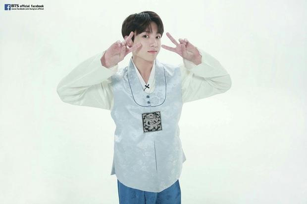 BTS lột xác khi diện hanbok trên show thực tế nhân dịp đầu năm mới - Ảnh 12.