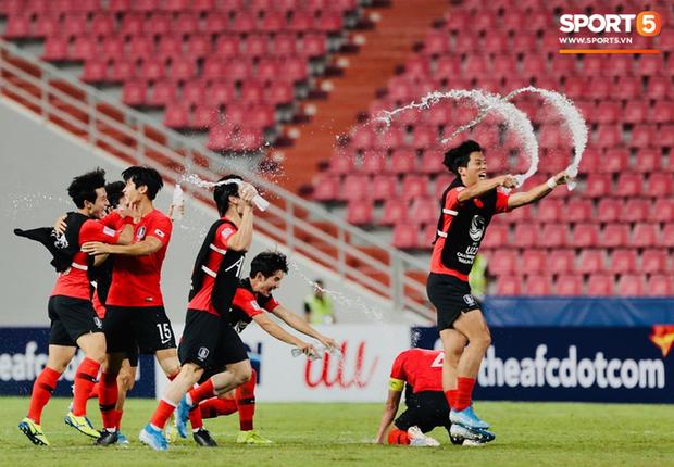 Dàn hot boy Hàn Quốc vỡ òa hạnh phúc khi nâng cao chiếc cúp vô địch U23 châu Á 2020 - Ảnh 3.