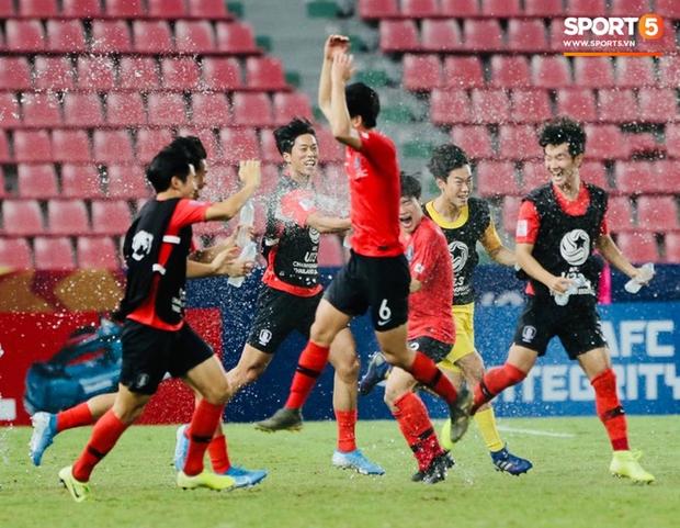 Dàn hot boy Hàn Quốc vỡ òa hạnh phúc khi nâng cao chiếc cúp vô địch U23 châu Á 2020 - Ảnh 4.