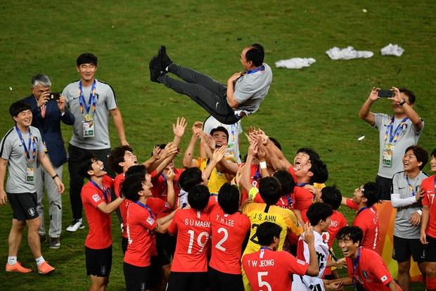 Dàn hot boy Hàn Quốc vỡ òa hạnh phúc khi nâng cao chiếc cúp vô địch U23 châu Á 2020 - Ảnh 8.