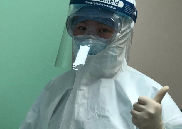 Tết Nguyên Đán trong bệnh viện Vũ Hán: Các y bác sĩ ngày đêm chiến đấu để ngăn sự bùng phát của virus corona, có người lên cơn đau tim vì quá kiệt sức - Ảnh 3.