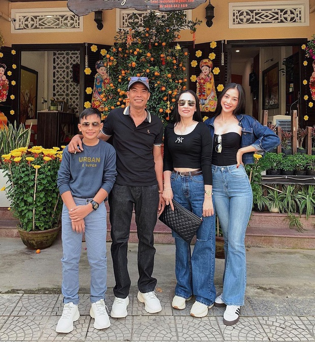 Giữa cơn lốc áo dài, nhiều sao Việt vẫn diện đồ đơn giản mà không kém phần rực rỡ - Ảnh 7.