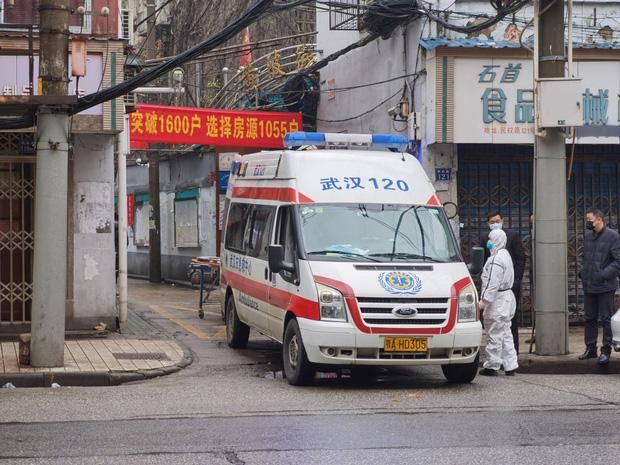 Bệnh nhân trẻ nhất qua đời vì virus Vũ Hán là nam giới 36 tuổi chưa từng có bệnh án - Ảnh 1.